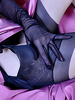 LacyNylons :: Dominica showing her stockings