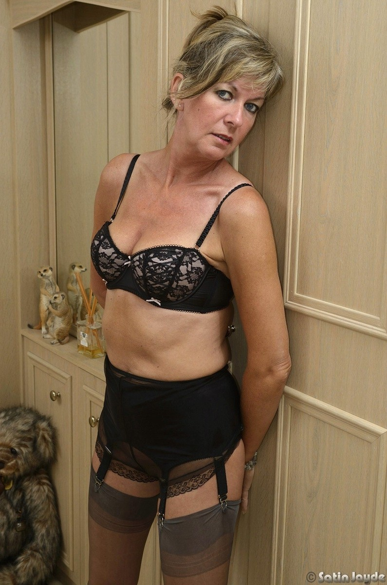 free mature women upskirts